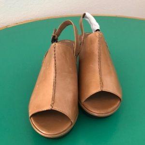 B. Makowski Tan Wedge Leather Tan Heeled Sand 5.5